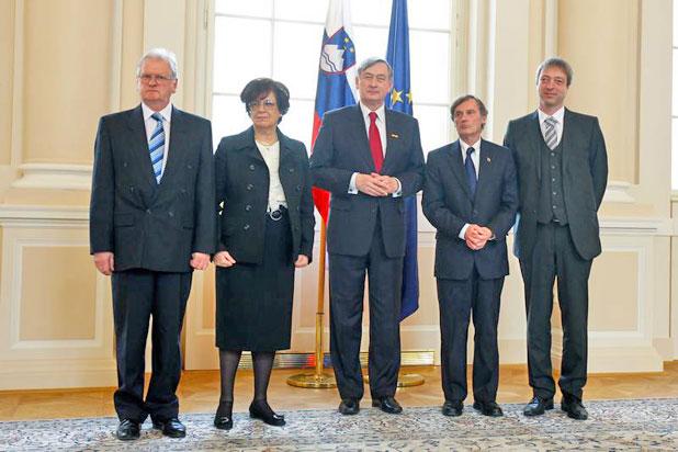 Darko Šonc, Marija Pirjevec Paternu, Danilo Tuerk, dr. Boris Pleskovič, mag. Rudi Vouk (od leve proti desni). Foto: Stanko Gruden/STA.