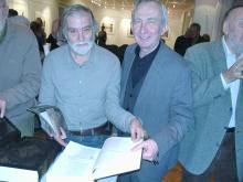 Akademik Tonko Maroević in vodja Metropolitanske knjižnice gospod Vladimir Magić. (od leve proti desni. Foto: a.k.m.)