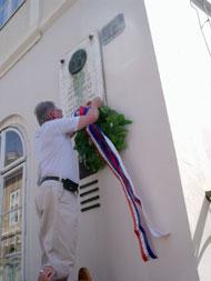 Predsjednik Darko Šonc polaže vijenac na spomen ploču Stanku Vrazu u Opatičkoj ulici, Zagreb.