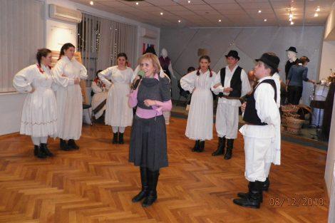 Folklorna sekcija KUD Antun Mihanović s voditeljicom i direktoricom Turističke zajednice Klanjca, Snježanom Ricijaš.
