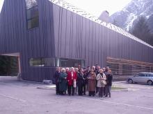Članovi Vijeća ispred Slovenskog planinarskog muzeja u Mojstrani. Foto: a.k.m.