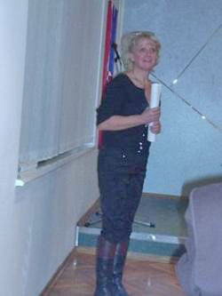 Suosnivačica Zavoda Dežela Kranjska moderatorica predstavljanja Pika Trpin. (Foto: a.k.m.)